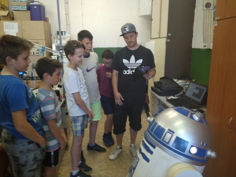 Találkozás R2D2-val a Tettye Forrásház Zrt-énél